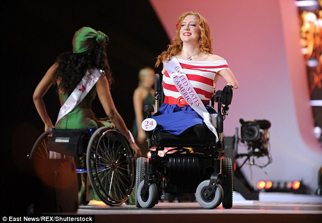 Tại cuộc thi, các người đẹp cũng nói về trải nghiệm của cá nhân, những thách thức trong cuộc sống khi cuộc đời phải gắn bó với xe lăn. Trong ảnh là thí sinh Jennifer Lynn Adams đến từ Mỹ.