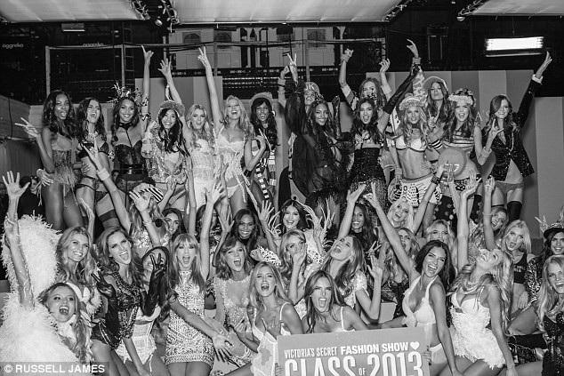 Các người mẫu tham gia trình diễn show năm 2013 tổ chức ở New York, Mỹ.