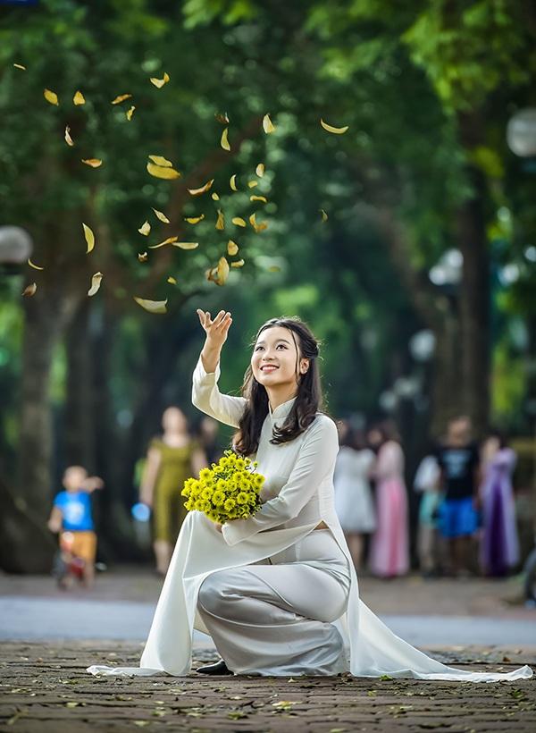 Trong tương lai, Linh mong muốn trở thành một cô giáo dạy Tiếng Anh, để thế hệ trẻ Việt Nam có thể vươn ra thế giới, nắm bắt tri thức của toàn nhân loại thông qua những cuốn sách hay.