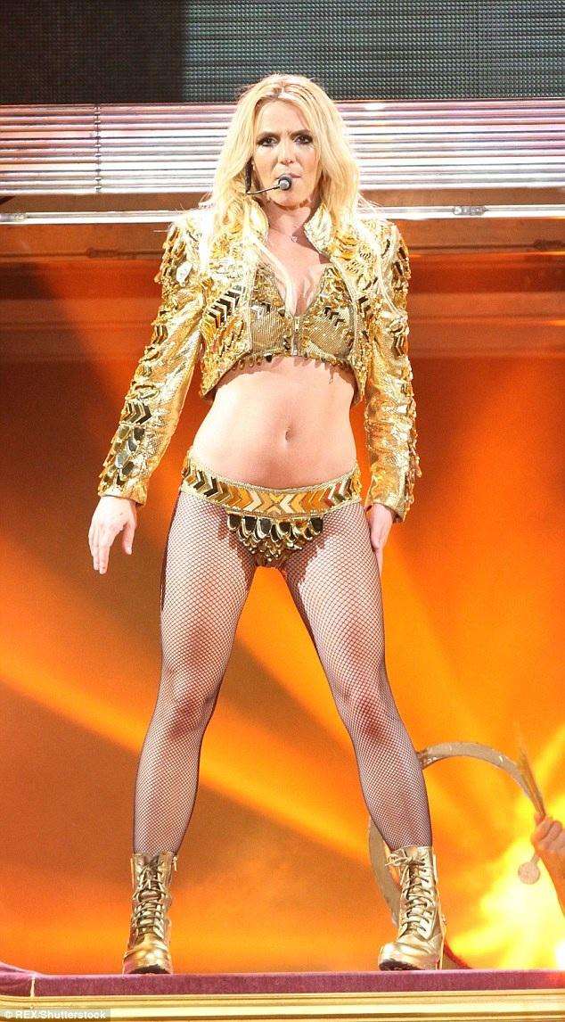 """Cuộc đời thăng trầm của """"công chúa pop"""" Britney Spears lên phim - Ảnh 12."""