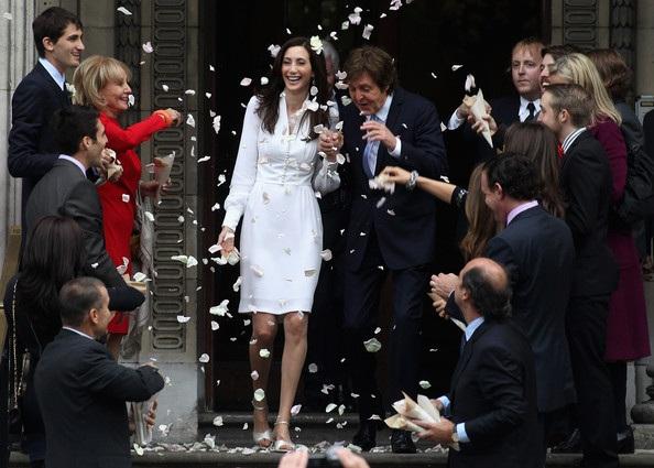 12 hôn lễ giản dị không ngờ của các ngôi sao giàu có nhất - 5
