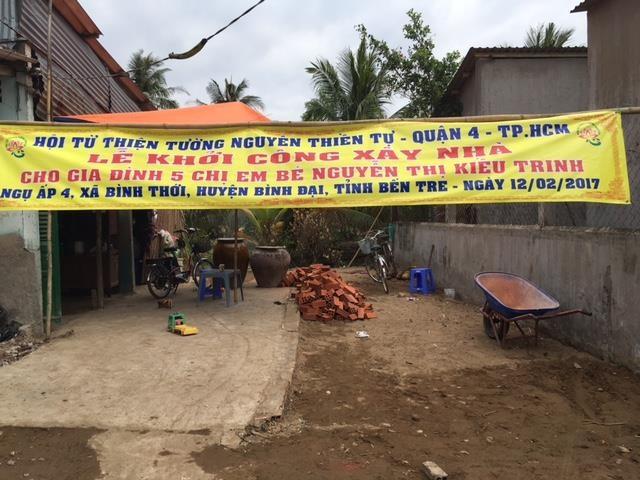 Mấy chị em mồ côi được hỗ trợ xây dựng nhà tình thương