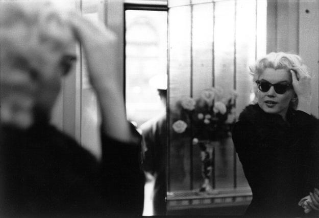 Với khát khao thay đổi hình ảnh, Marilyn xuất hiện trong những bức hình của tay máy Ed Feingersh mà không hề cầu kỳ trang điểm hay làm tóc. Nàng giản dị, trong trẻo như một nốt nhạc vui tươi trong thành phố mới.