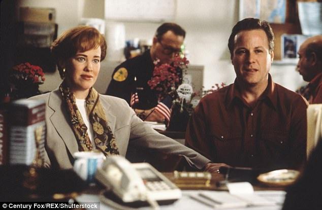 """John Heard được biết đến nhiều nhất với vai diễn người cha trong phim """"Home Alone"""" (Ở nhà một mình - 1990). Trong ảnh là cảnh phim của """"Home Alone 2"""" (1992)."""