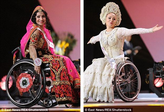 Người đẹp Priya Bhargava đến từ Ấn Độ và Alena Tiapkova đến từ Nga trong phần thi trang phục truyền thống.