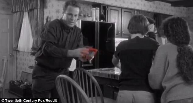 """Một """"mọt phim"""" tinh mắt đã nhận ra một chi tiết mà hàng triệu người xem trên thế giới đã bỏ qua khi xem """"Home Alone""""."""