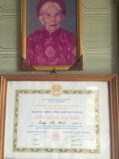 Mẹ liệt sỹ Triệu Thị Mão theo kiện đến khi đã qua đời nhiều năm chưa tìm được công lý.
