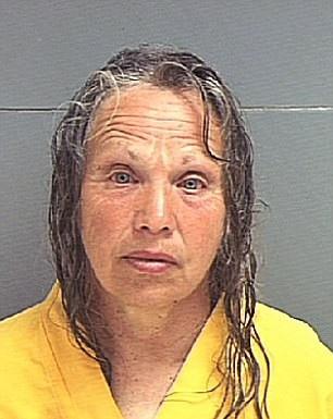 Kẻ thủ ác lãnh mức án tù chung thân. Vợ của hắn - Wanda Barzee (ảnh) - cũng đang chịu án tù vì tiếp tay cho hành vi phạm tội.