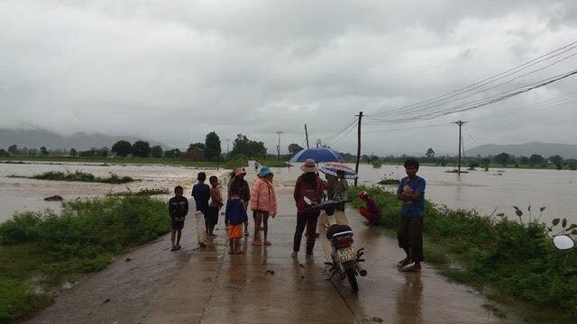 Mực nước tại huyện Krông Pa đang lên cao và nhấn chìm hoa màu của người dân