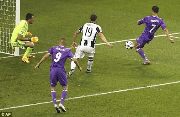 C.Ronaldo đệm lòng nâng tỷ số lên 3-1 cho Real Madrid