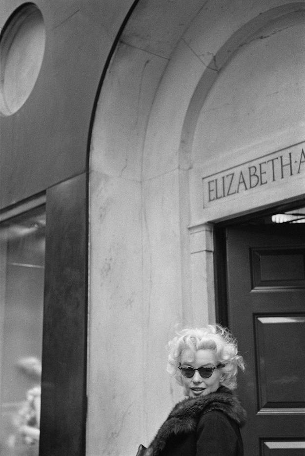 Trong giai đoạn này, Marilyn vừa bước ra khỏi cuộc hôn nhân đổ vỡ thứ hai và muốn làm lại cuộc đời, sang một trang mới với cách gây dựng hình ảnh mới. Đây là thời kỳ sức sống và hoài bão tràn đầy trong con người cô.
