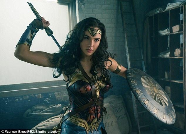 Mỹ nhân Gal Gadot, một nhan sắc đến từ Israel, là nữ diễn viên may mắn được giao đảm nhiệm vai Wonder Woman trong bộ phim hành động đầu tiên xoay quanh một nữ siêu anh hùng. Phim sẽ ra rạp thế giới trong tháng 6 này.