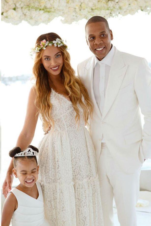 12 hôn lễ giản dị không ngờ của các ngôi sao giàu có nhất - 9