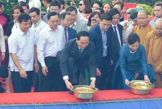 Chủ tịch nước thả cá chép trên sông Sài Gòn - 7