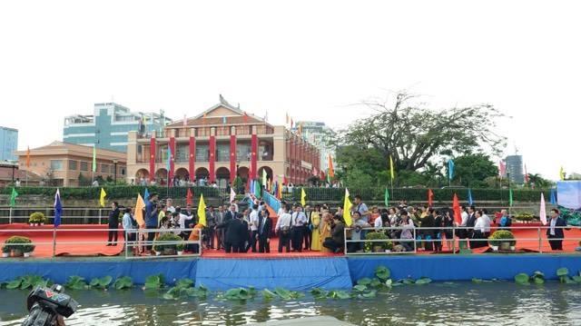 Nghi thức được thực hiện tại bến sông ngay sát Bảo tàng Hồ Chí Minh tại TPHCM