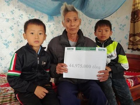 Đây là lần thứ 2, hai anh em Nam, Lâm nhận quà bạn đọc Dân trí.