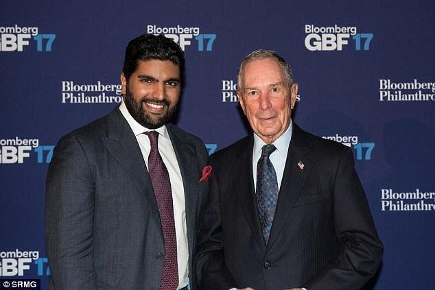 Hoàng tử Bader (trái) trong một bức ảnh chụp với cựu thị trưởng thành phố New York (Mỹ) - tỷ phú Michael Bloomberg (phải).