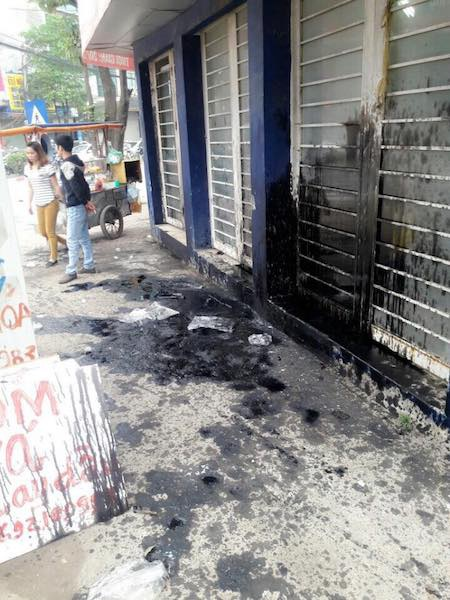 """Hà Nội: Liên tiếp bị ném """"bom bẩn"""" kín nhà, người dân kêu cứu khẩn cấp - 1"""