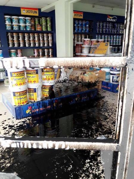 """Hà Nội: Liên tiếp bị ném """"bom bẩn"""" kín nhà, người dân kêu cứu khẩn cấp - 3"""