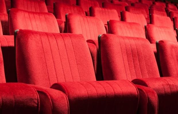 """Bị """"trả thù"""" vì đạp lưng ghế trong rạp chiếu phim - 1"""