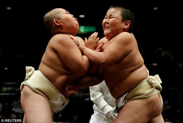 Hàng trăm trẻ em đã đăng ký tham gia cuộc thi đấu vật sumo - một bộ môn thể thao truyền thống của Nhật Bản. (Ảnh: Reuters)