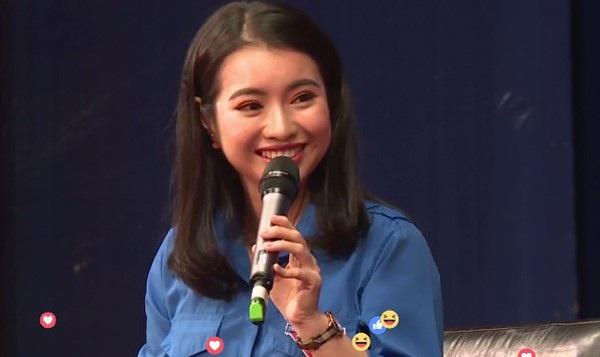 Ngô Khánh Linh tự tin nói chuyện bằng tiếng Anh và thể hiện thần thái duyên dáng của một Hoa khôi HV Ngoại giao