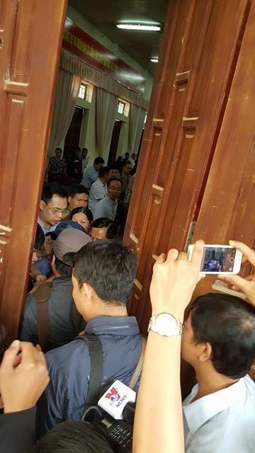 Chủ tịch Hà Nội hứa giải quyết bức xúc, dân Đồng Tâm phấn khởi thỏa lòng - 12
