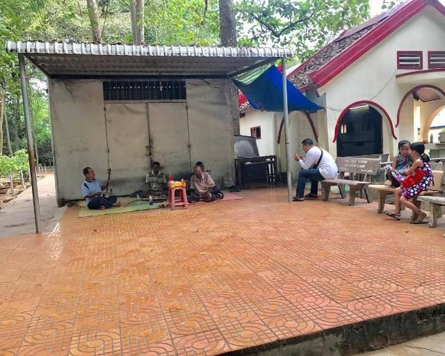 Để phục vụ du khách đến tham quan, nhà chùa cũng tổ chức dàn nhạc ngũ âm của người Khmer biểu diễn cho khách thưởng thức. Nhưng dù ban nhạc này biểu diễn rất hay, rất ấn tượng nhưng mình biểu diễn cho mình thưởng thức chứ không có khách tới để nghe nhiều như trước đây. Thật buồn.