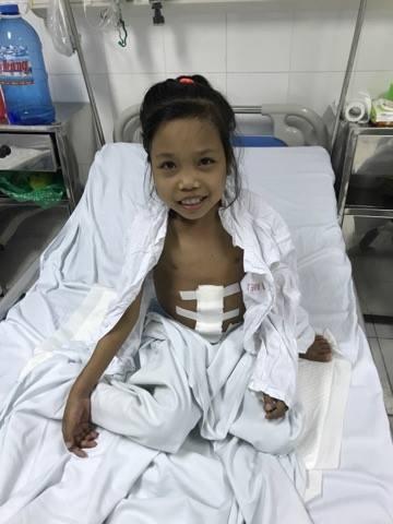 Nụ cười của em sau ca phẫu thuật làm ấm lòng những nhà hảo tâm đã giúp đỡ cho em.
