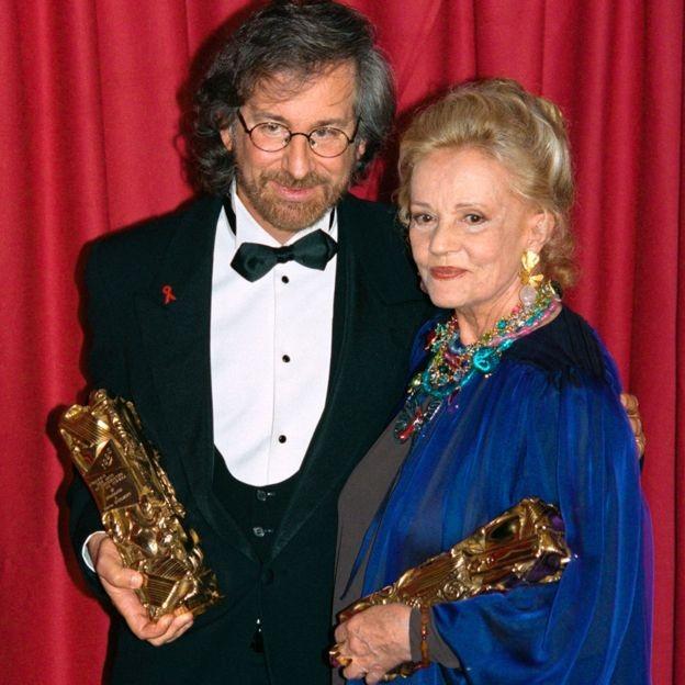 Jeanne Moreau và đạo diễn người Mỹ Steven Spielberg cùng nhận giải Cesar của điện ảnh Pháp hồi năm 1995.