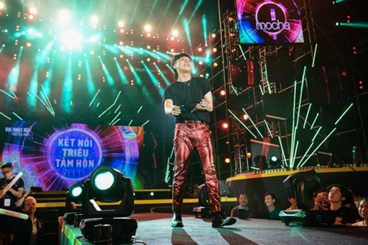 Sơn Tùng M-TP là ca sĩ thuộc thế hệ Z tiên phong trong việc áp dụng công nghệ cao vào âm nhạc.