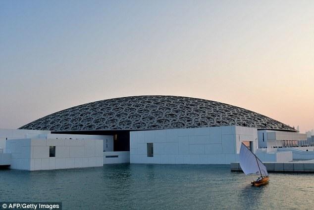 """Bức """"Salvator Mundi"""" sắp được trưng bày tại bảo tàng Louvre Abu Dhabi. Đây là bảo tàng đầu tiên trên thế giới có tên Louvre nằm ngoài lãnh thổ Pháp."""
