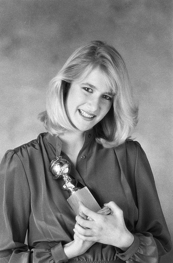 Laura Dern (1982): Ở tuổi 15, Laura Dern, con gái của hai diễn viên Diane Ladd và Bruce Dern, từng là Miss Golden Globe trẻ tuổi nhất, mãi cho tới năm nay, kỷ lục này mới bị phá bởi Scarlet Stallone 14 tuổi, con gái của nam diễn viên Sylvester Stallone.