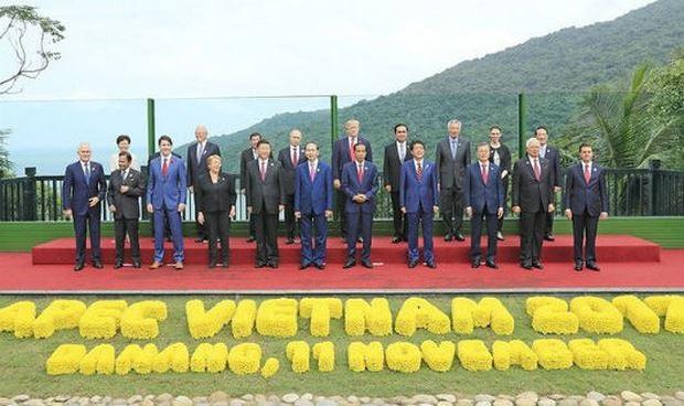 Các nhà Lãnh đạo kinh tế APEC chụp ảnh kỷ niệm chung