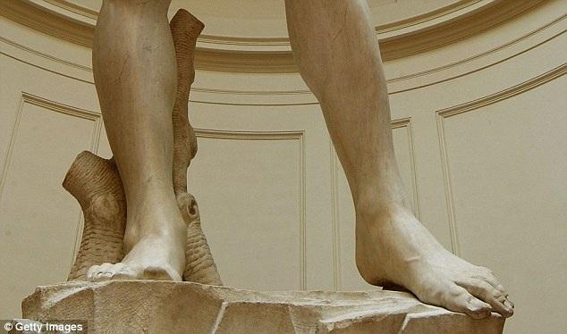 Những vấn đề xảy đến với bức tượng đã được biết đến từ hơn 10 năm nay.