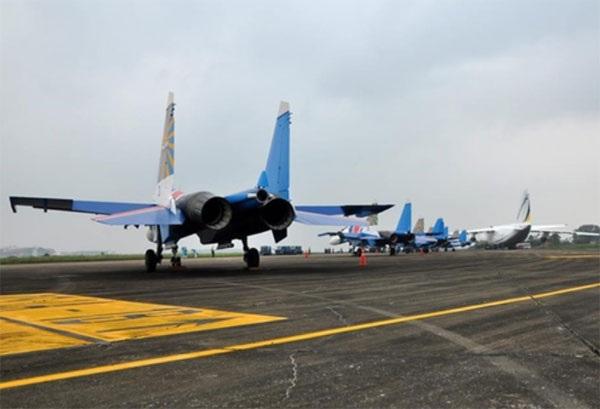 Hình ảnh phi đội Su-30SM dũng mãnh tại Nội Bài - 2