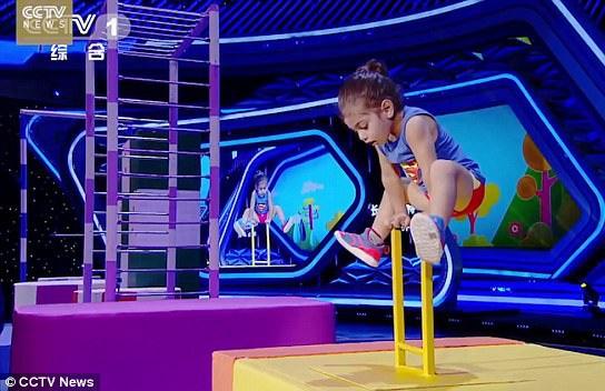Cậu bé Arat trước đây đã từng được biết đến trên mạng xã hội. Mới đây, cậu xuất hiện trong một gameshow truyền hình của Trung Quốc và tiếp tục khiến khán giả thán phục.