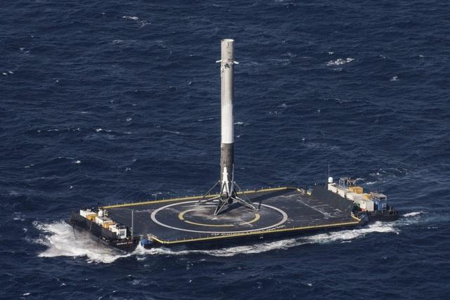 Phóng thành công tên lửa tái sử dụng, Elon Musk ghi tên mình vào lịch sử nhân loại - 2