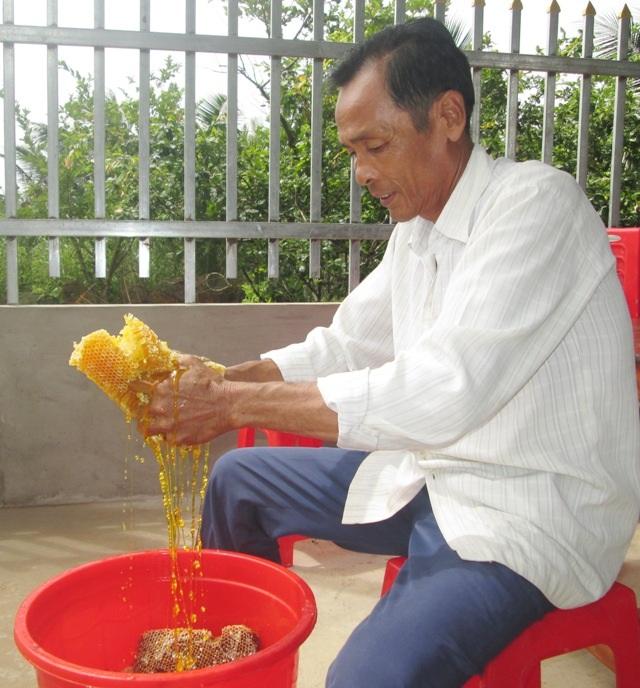 Hàng chục năm làm nghề gác kèo ong, chưa bao giờ ông Nhì cảm thấy buồn lo như hiện nay.