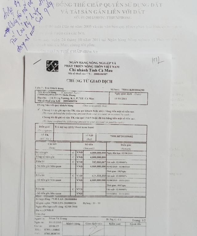 Ông Tô Thiên Phong cho rằng, hợp đồng đề ngày 24/10/2011, trong khi biên lai trả nợ cũ đề ngày 11/11/2011, tức một tài sản nhưng lại được thế chấp vay 2 hợp đồng ngân hàng là sai quy định.