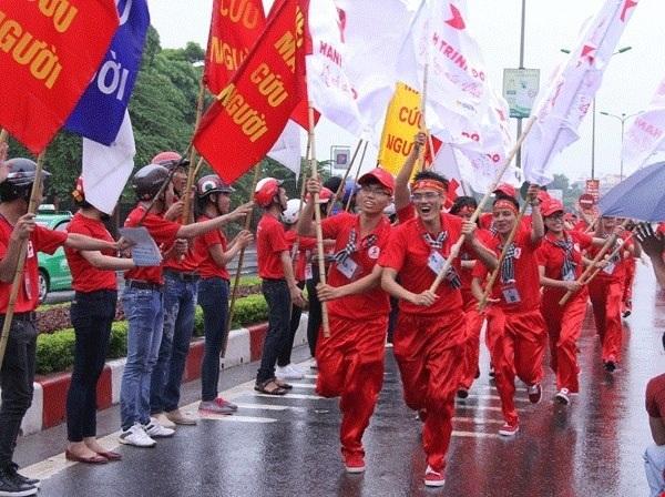 Từ hàng ngàn ứng viên, 140 bạn trẻ sẽ được chọn để tập huấn 1 tháng rồi chia thành 2 đoàn tham gia hành trinh xuyên Việt kêu gọi hiến máu cứu người