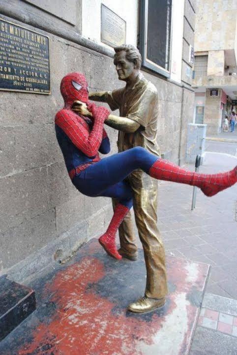 """Người nhện đại chiến với """"người đồng""""."""
