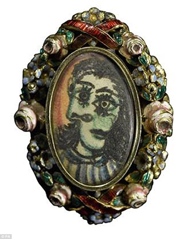 Chiếc nhẫn được thiết kế và thực hiện bởi chính Pablo Picasso để xoa dịu cơn giận của người tình. Trên mặt nhẫn là chân dung nàng Dora Maar như trong một bức họa Picasso từng vẽ nàng.