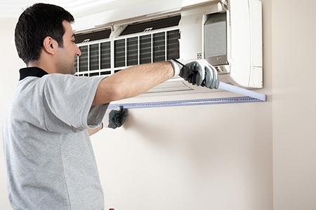 Lưới lọc không khí cần được làm vệ sinh khoảng 2 tuần/lần
