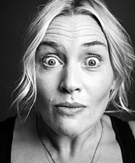 """Minh tinh """"Titanic"""" Kate Winslet trợn mắt nhìn vào ống kính."""