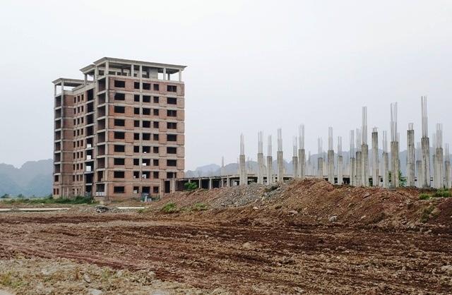 Dự án trường đại học Hoa Lư xây dựng nhiều năm nay chưa xong, hiện đang đắp chiếu vì... thiếu vốn.