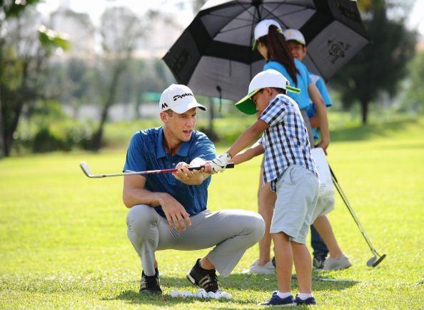 Golfer Ryan (người Úc) đã hướng dẫn và làm trọng tài các giải mini games dành cho bé chia thành 2 nhóm tuổi: 8 – 10 tuổi và 11 – 15 tuổi.