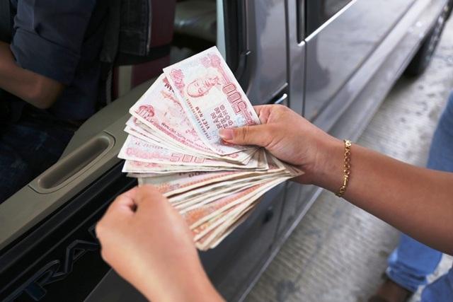Công an khẳng định việc tài xế dùng tiền lẻ để trả là không vi phạm pháp luật