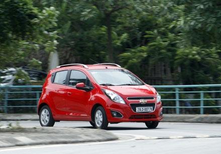 Hiện tại, cả ba mẫu xe nhỏ là Hyundai Grand i10, KIA Morning, Chevrolet Spark đều được lắp ráp trong nước, nhưng riêng phiên bản Grand i10 mới có thêm lựa chọn phiên bản sedan.