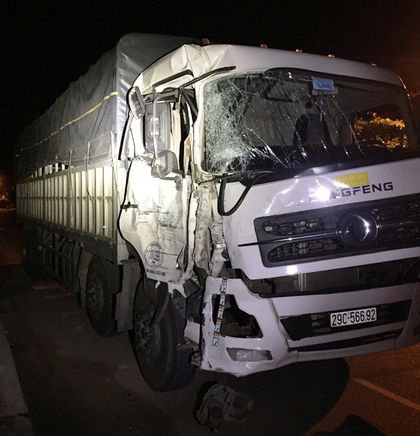 Xe tải gây tai nạn